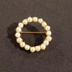 Vintage Pin Brooch Pearl Look